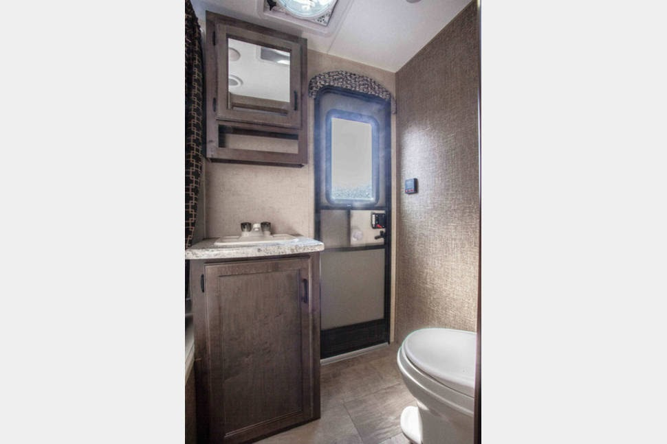 Bath To Outside Door Big Jim S Rv Rentals